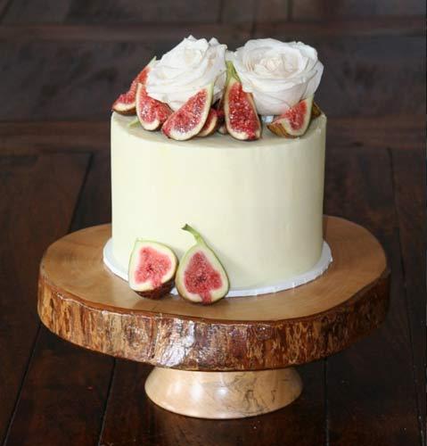 Γαμήλια τούρτα με ένα επίπεδο.