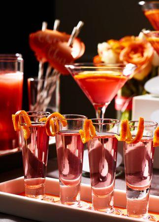 Προσθέστε εντυπωσιακές γαρνιτούρες στα ποτά και τα σφηνάκια