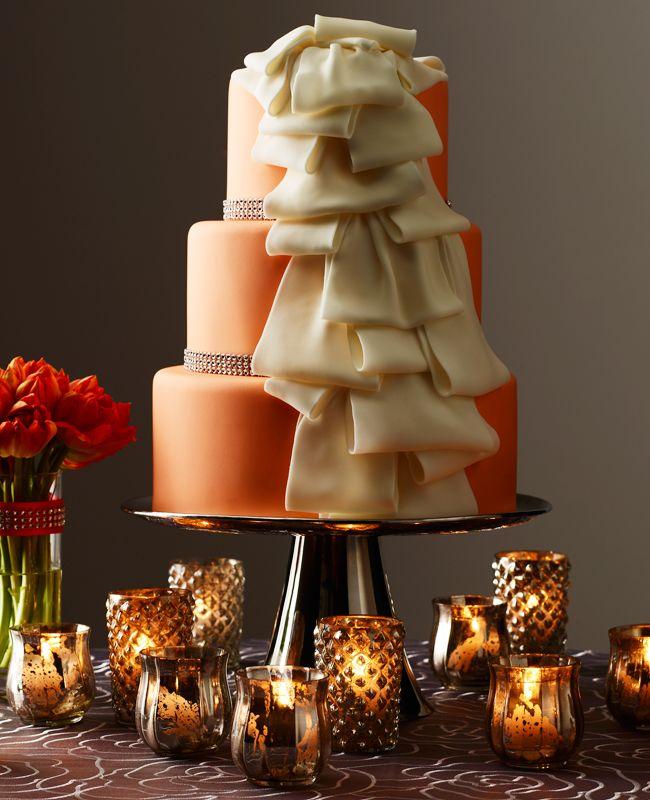 Δώστε ρομαντική διάθεση σε μία πορτοκαλί γαμήλια τούρτα με εντυπωσιακά βολάν