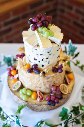 Αλμυρή γαμήλια τούρτα.