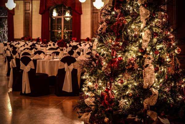 Χριστουγεννιάτικο δέντρο σε γαμήλια δεξίωση.